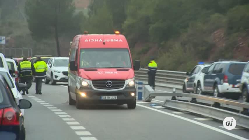 Un muerto y 49 heridos tras descarrilar un tren cerca de Barcelona