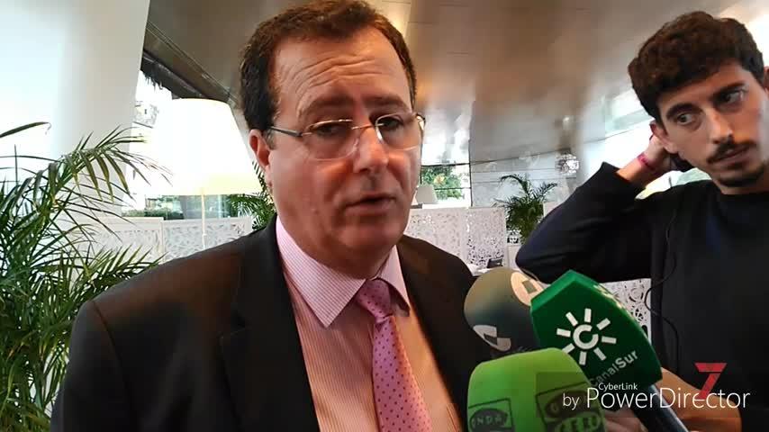 """Cabrera dice que los VTC son """"servicio público"""" y """"tienen que entrar"""""""