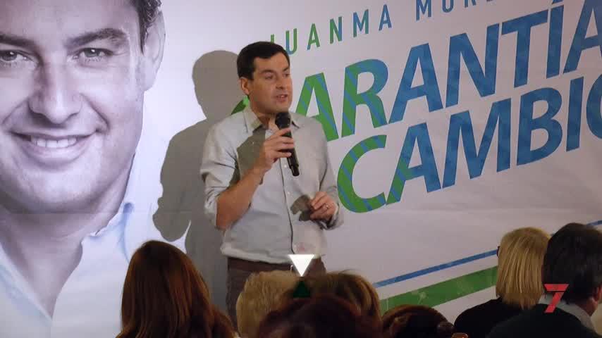 Juanma Moreno comparte desayuno en Jerez con 150 mujeres