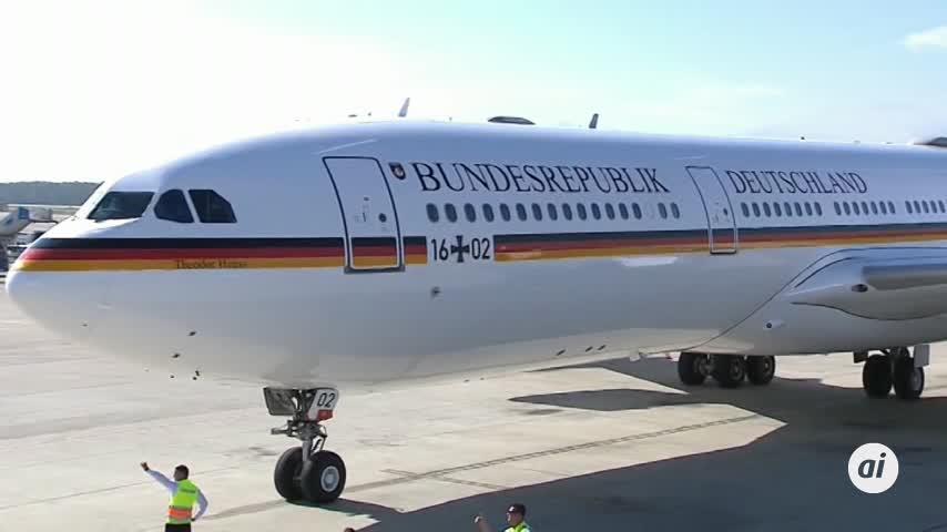 Merkel, forzada a retrasar viaje a Buenos Aires por problema técnico