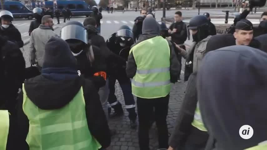 300 arrestos en París para impedir actos violentos en las protestas