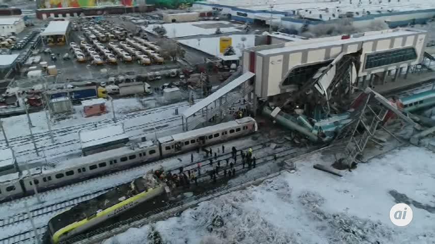 Turquía: 9 muertos y 47 heridos al chocar un tren de alta velocidad