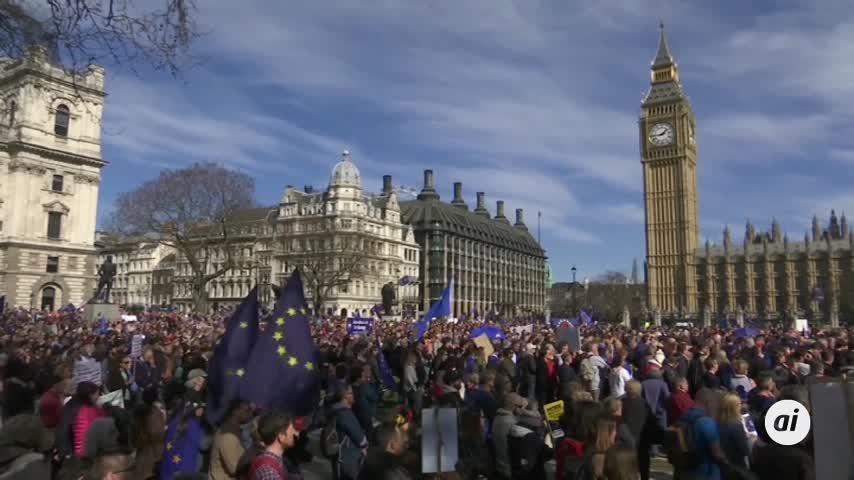 """May se opone a otro referéndum del """"brexit"""" y critica a Blair"""