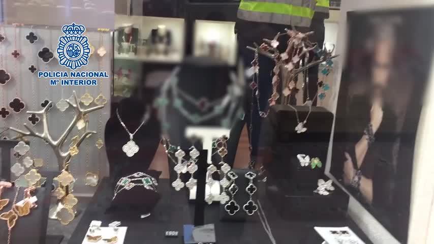 Detenidos por vender réplicas de joyas de marcas internacionales