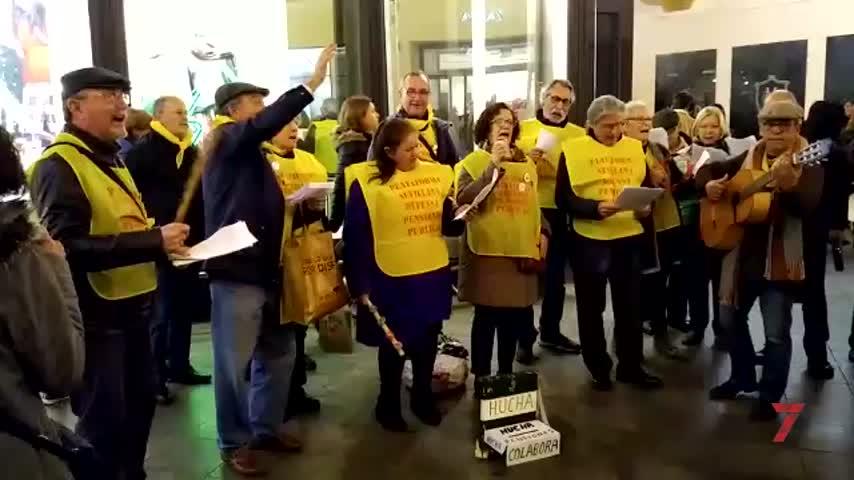 Los pensionistas de Sevilla reivindican su dignidad con villancicos