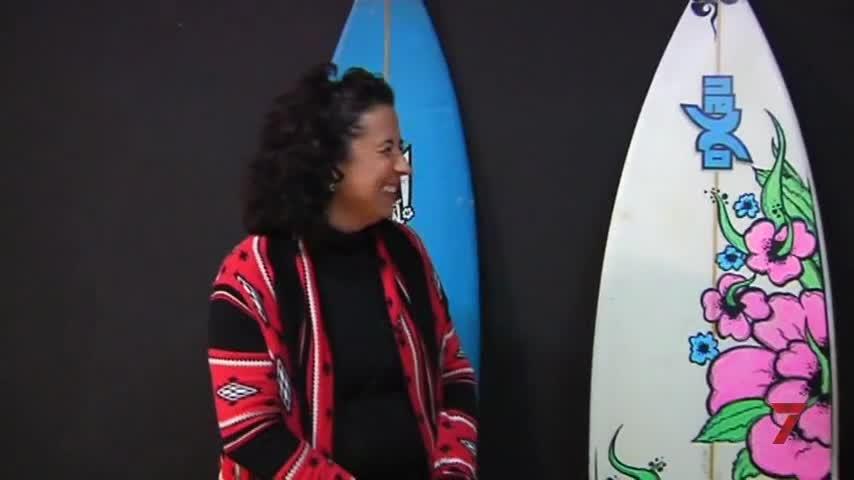 La isleña Maite Delgado prepara una concentración de surferos sordos
