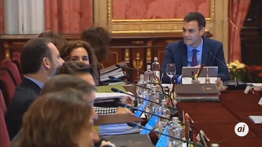 CIS: El PSOE cae 2,3 puntos pero sigue aventajando al PP diez puntos