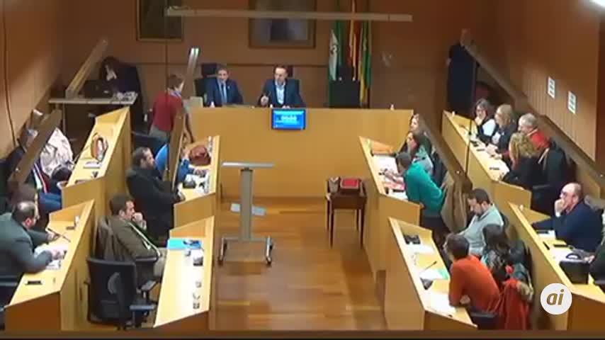 Beardo pide la dimisión de De la Encina por mentir sobre el centro