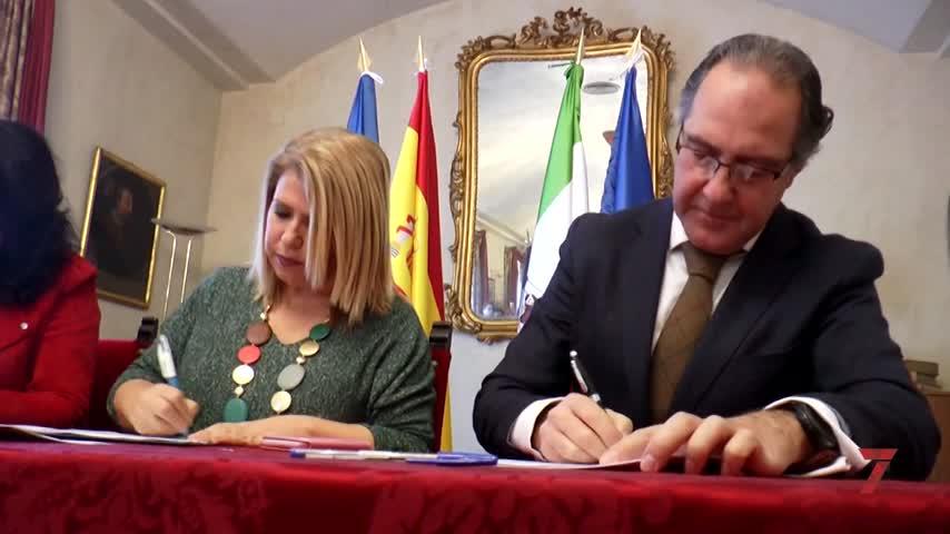 La firma del convenio despeja el futuro de la ayuda a domicilio