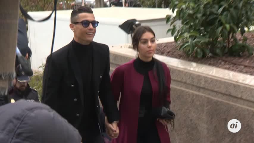 """Ronaldo hace el 'paseíllo' junto a Georgina: """"Ya está. Todo perfecto"""""""