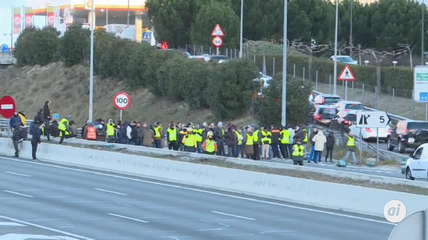 Los taxistas cercan Fitur en Madrid y votan si mantienen en Barcelona