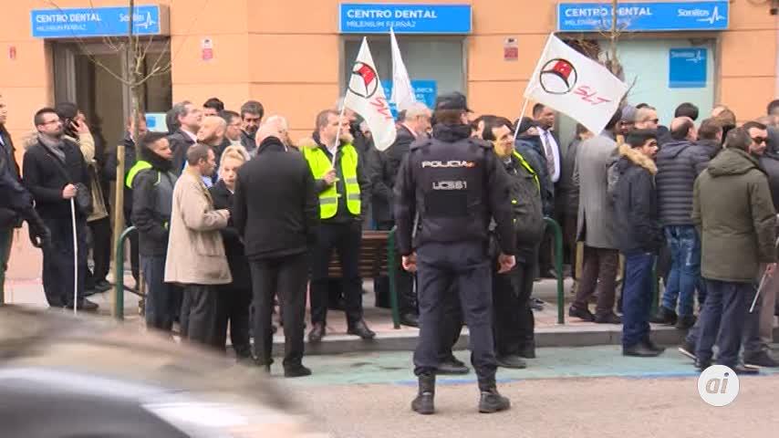Mil conductores de VTC protestan frente a sedes de Podemos y del PSOE