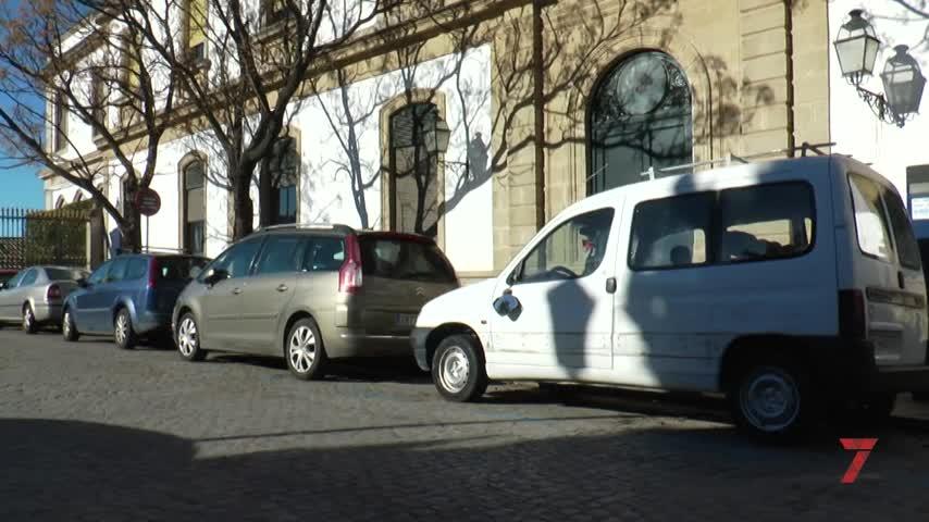 Empotra su vehículo contra el acceso a las bodegas González Byass