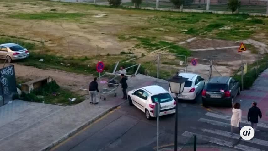 Roban una puerta ante la sede de la Policía Local en La Ranilla