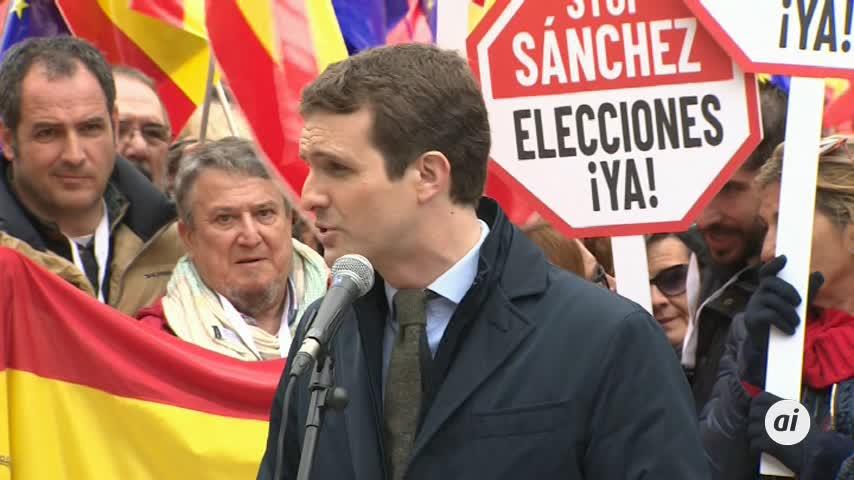 """Casado pide a """"la España de los balcones"""" ir a las urnas en 100 días"""