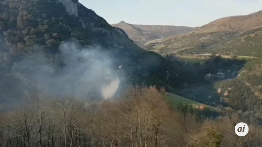 Incendios empiezan a remitir tras 4 días en Cantabria