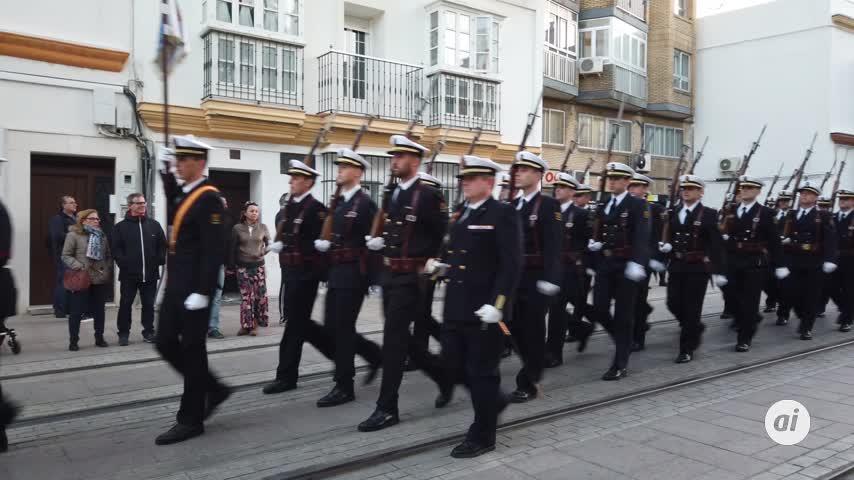 Arriado solemne de bandera ante el Palacio de la Capitanía General