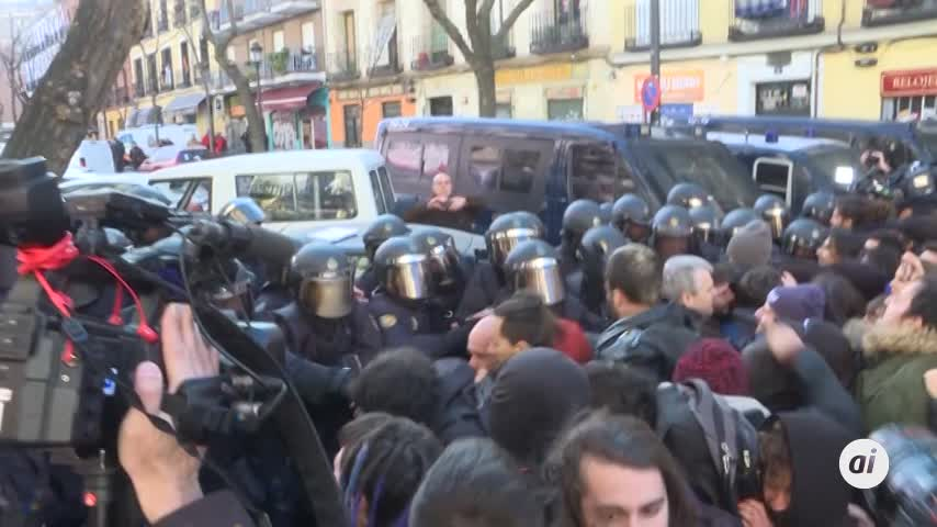 Tensión entre activistas y Policía en cuatro desahucios en Madrid