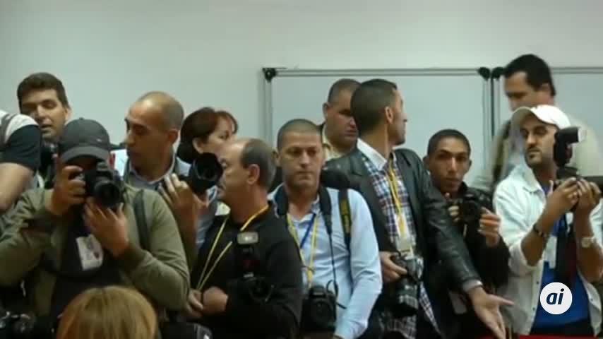 Butefllka retrasa los comicios y no se presentará como candidato