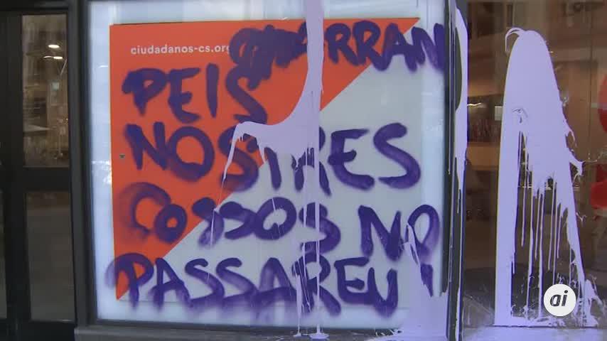Las juventudes de la CUP atacan con pintura las sedes de Cs y PP