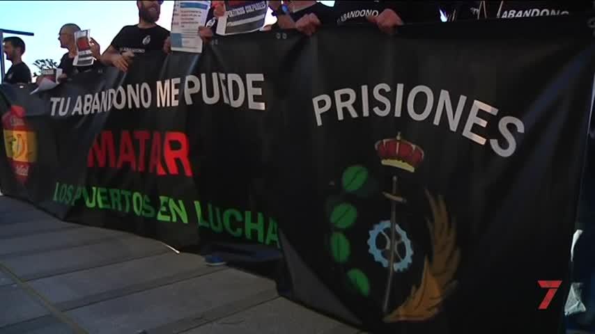 Funcionarios de prisiones reclaman mejoras en el acto de Rivera