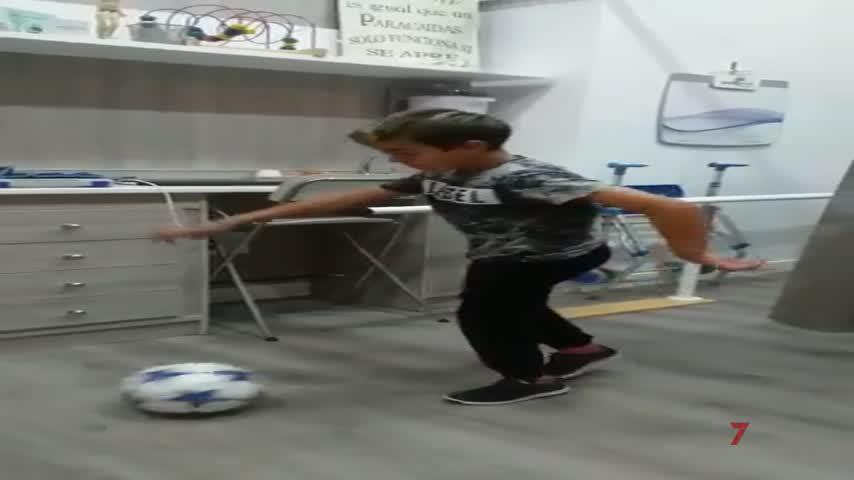 Aitor revoluciona las redes con su vídeo golpeando de nuevo el balón
