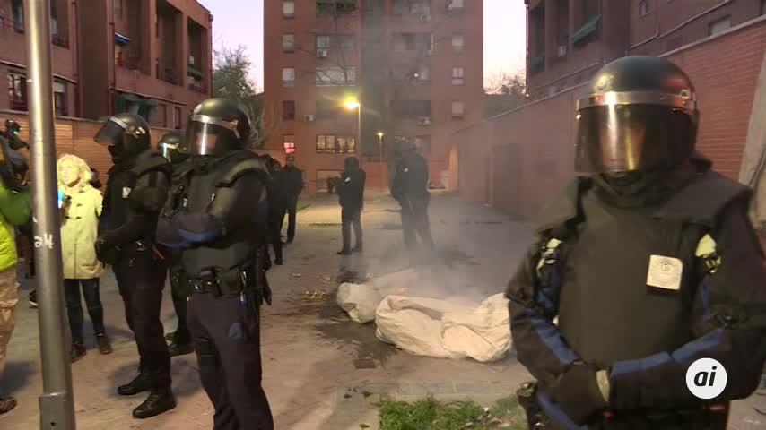 Enfrentamientos entre los antidisturbios y los vecinos de Vallecas