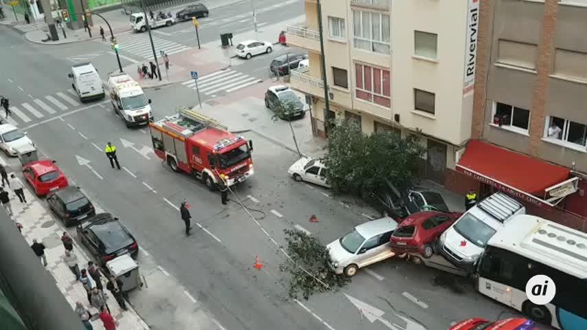 Un autobús arrolla a varios coches tras sufrir su conductor un infarto