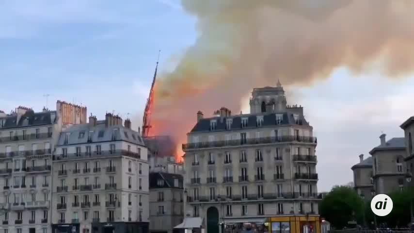 Los bomberos dudan que pueda controlarse el fuego en Notre Dame