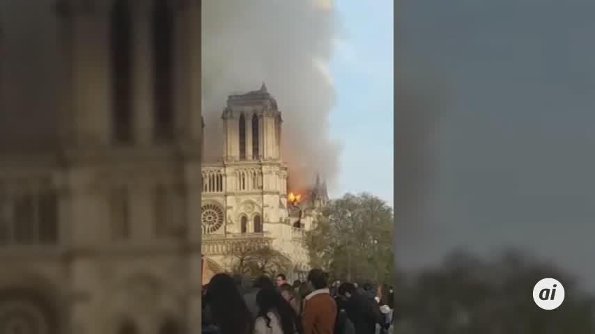 Los bomberos anuncian la extinción total del fuego en Notre Dame