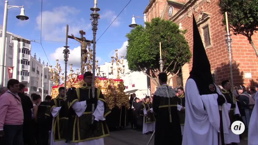 La Hermandad de Misericordia recorta itinerario y baja por calle Colón