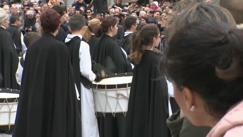Madrid acoge su tradicional tamborrada del Domingo de Resurrección