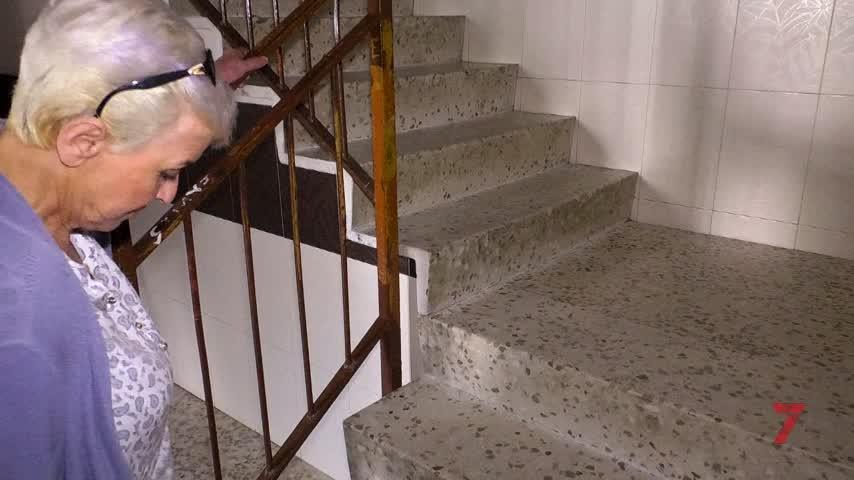 Los mayores de un bloque de El Mopu llevan 11 días sin ascensor
