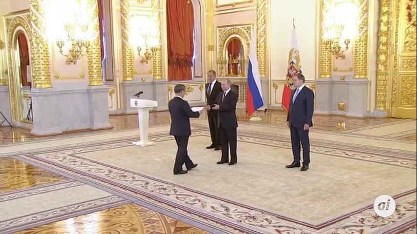 Kim Jong-un llega a Vladivostok, donde es recibido con honores