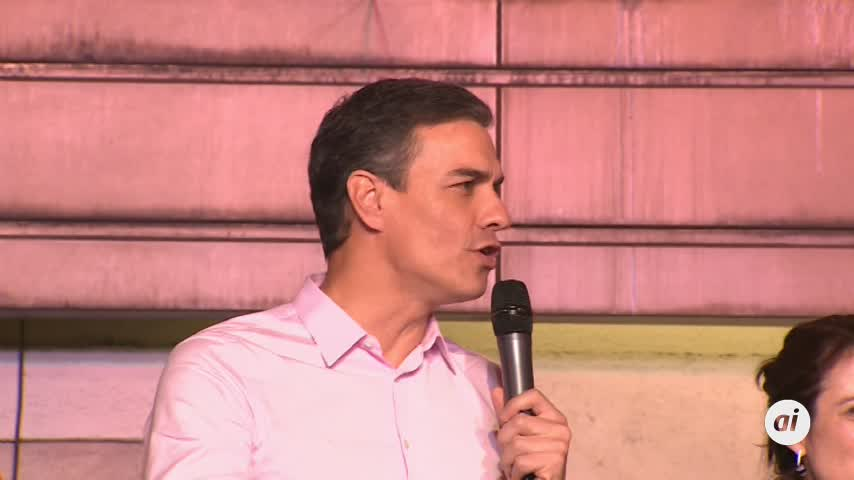 Sánchez se compromete a no negociar la investidura con Rivera
