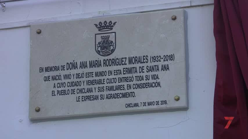 Descubren una placa en recuerdo de Ana María Rodríguez, la 'santanera'