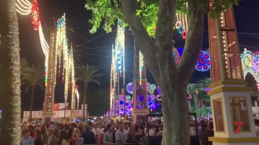 Más de un millón de luces iluminan ya la Feria del Caballo