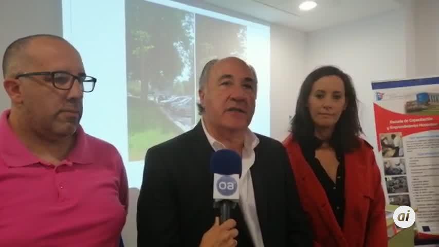 Landaluce explica sus proyectos a vecinos de San José Artesano