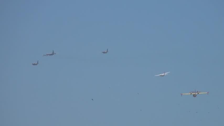 Retrasos de hora y media en el aeropuerto por el ensayo aéreo
