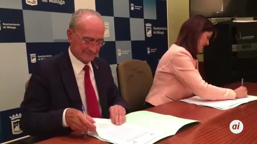 De la Torre firma con Cs el acuerdo que le garantiza el gobierno