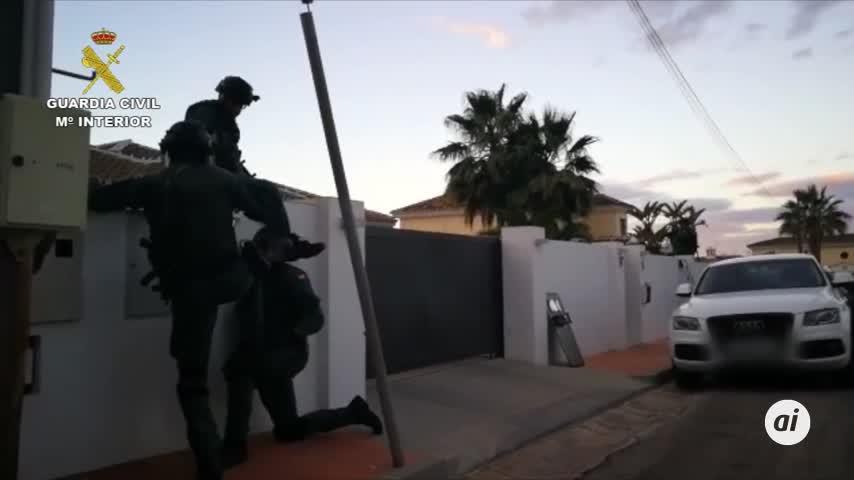 Diez detenidos al desmantelar una red que cultivaba marihuana en Mijas