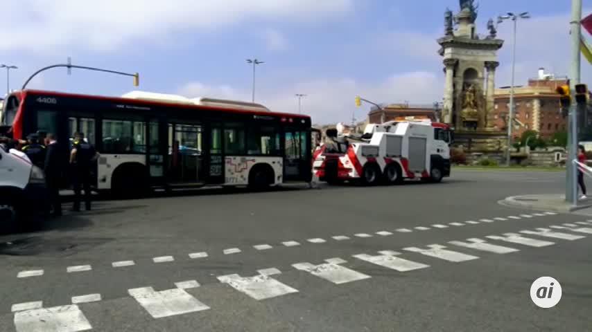20 heridos al colisionar dos autobuses y una moto en Barcelona