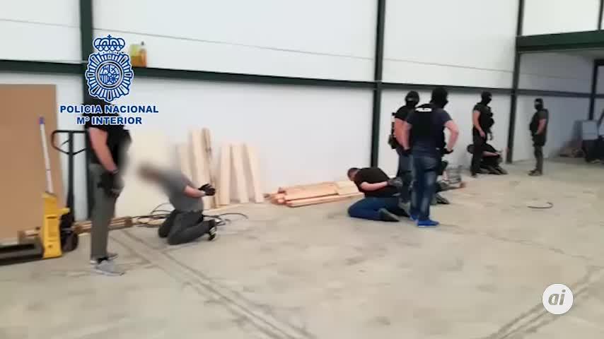 Detenidos cinco narcos que ocultaban hachís en bloques de madera