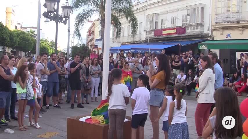 El izado de la bandera multicolor abre los actos del #Orgullo 2019
