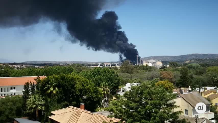 60 bomberos participaron en el incendio de Indorama en San Roque