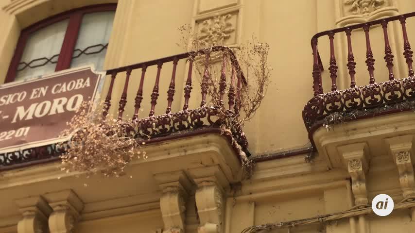 Sólo es cuestión de quitar unos matojos que hay en los balcones