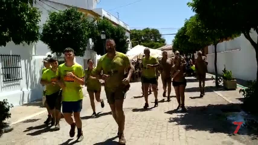 800 personas se han sumado a la Carrera del Barro en La Barca