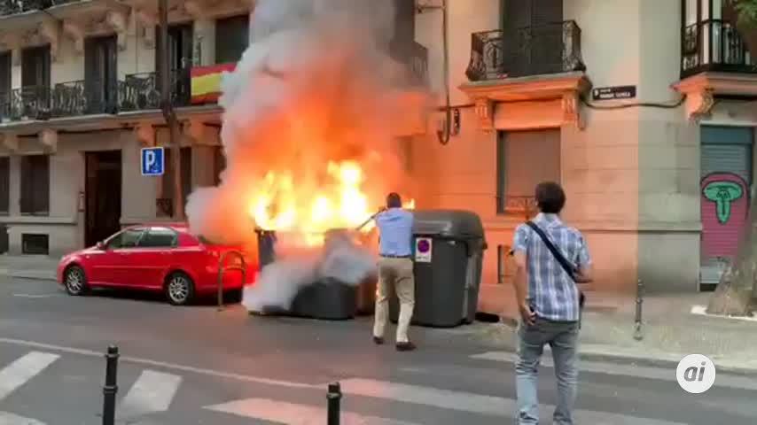 Ortega Smith apaga un fuego provocado junto a la sede nacional de Vox