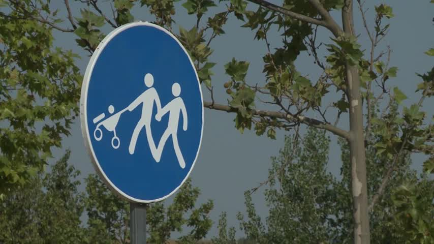 Casar de Cáceres instala señales de respeto al colectivo LGTBI