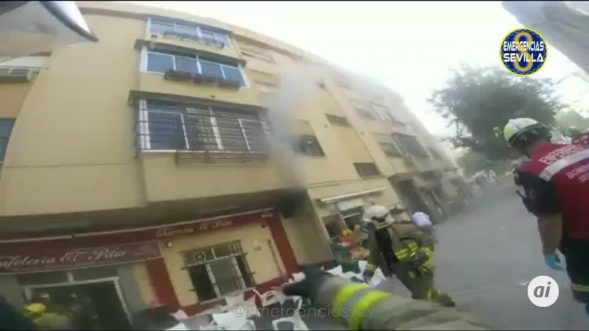 Tres intoxicados en el incendio de la cocina de un bar en Nervión